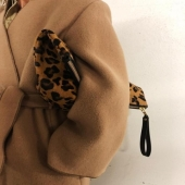 "Leopard clutch bag from ""Laurence Bras"": our favorite animal print, the perfect touch for the winter look!⁠ .⁠ .⁠ .⁠ #clutchpouch#clutchbag#animalprint#leather#wintercollection#theessential#fashiontouch#laurencebras#frenchdesigner#stylishlook#chiclook#bagaddict#accessories#fashionaccessories#wantit#shoppingmood#instafashion#fashionista#bolsa#acessórios#fashionista#designerfrancês#viciadosaco#lappartementbynanaki#lisbon"