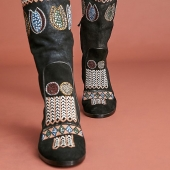 """😍😍😍Ornate embroidery adds an artful finish to these classic knee-high boots from """"Meher Kakalia"""". Fully embroidered with contemporary aesthetic, the result is bold, intricately detailed and exquisitely crafted. . . . #kneehighboots#wintercollection#meherkakaliashoes#leatherboots#embroideredboots#colourfulboots#handembroidery#beads#stunningboots#shoeaddict#fashionista#wantit#collectorpieces#uniquestyle#botasdejoelhoalto#botasbordadas#botasdecouro#viciadoemsapatos#coleçaodeinverno#lappartementbynanaki#lisbon"""